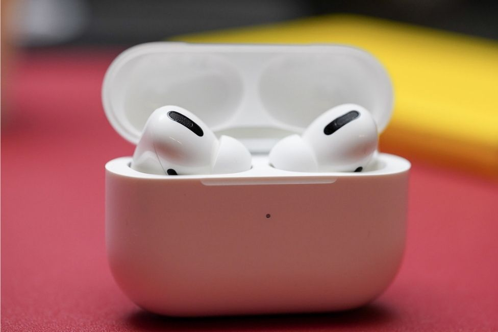 AirPods offered for vaccinated young people