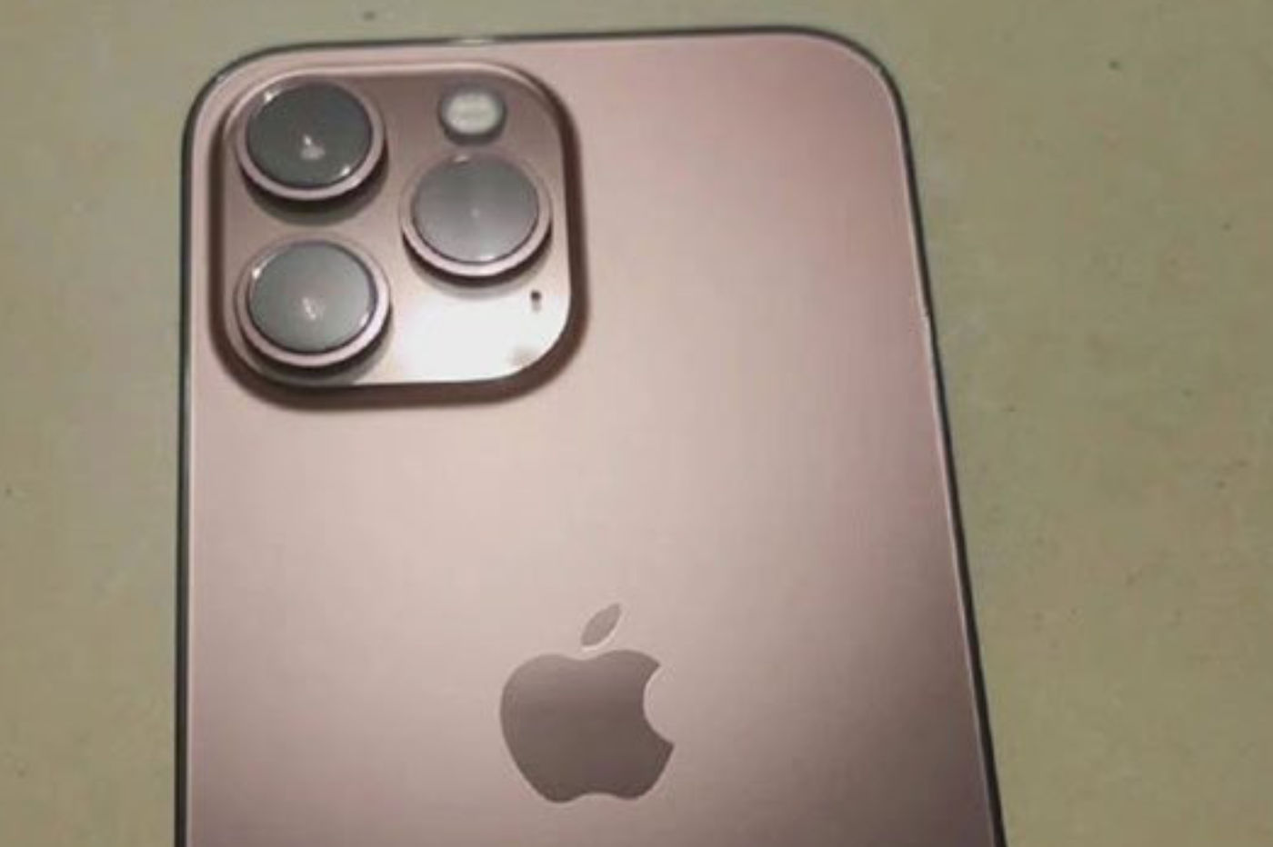 """An iPhone 13 color """"rose gold"""" has just appeared on the web?"""